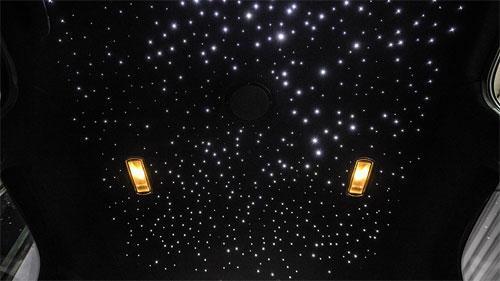 Bầu trời sao với vô số bóng đèn LED là phong cách đặc trưng của xe Rolls-Royce.