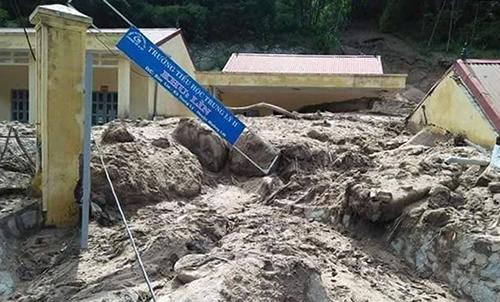 Điểm trường Khu Lìn (Tiểu học Trung Lý 2) không thể khai giảng đúng lịch do bị đất đá vùi lấp. Ảnh: Lam Sơn.