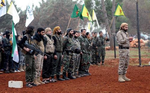 Các tay súng SDF trong một cuộc ra quân giữa năm 2017. Ảnh: Reuters.