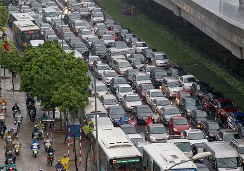 Ôtô cá nhân, taxi, xe khách... sẽ bị hạn chế đi vào các tuyến đường gần Trung tâm Hội nghị Quốc gia.Ảnh: Bá Đô