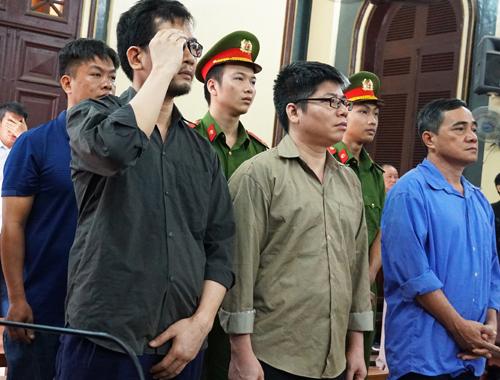 Cựu công an ở TP HCM bắt tay Việt kiều mang 54 xe Rolls-Royce, Bentley về nước - 1