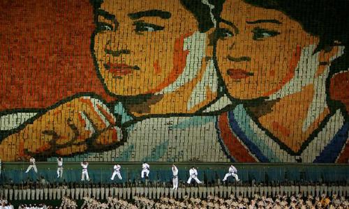 Người Triều Tiên biểu diễn trong Lễ hội Biển người ở sân vận động May Day, Bình Nhưỡng năm 2007. Ảnh: Reuters.