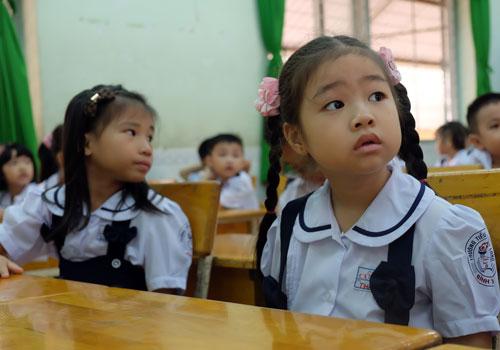Học sinh tiểu học tại TP HCM trong ngày tựu trường. Ảnh: Mạnh Tùng.