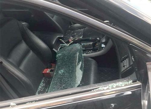 Trộm đập kính xe ôtô lấy đi gần 300 triệu đồng