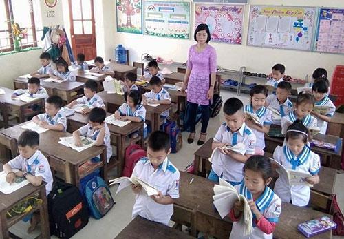 Học sinh Nam Đàn học theo sách của GS Hồ Ngọc Đại.