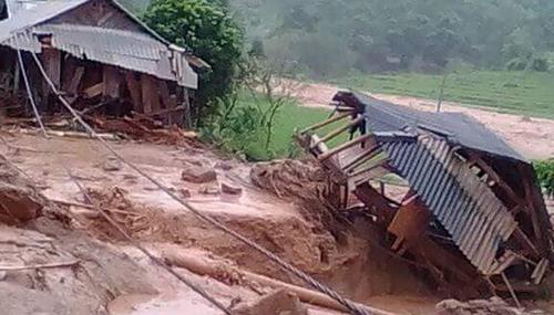 Mưa lũ phá huỷ hàng trăm ngôi nhà ở nhiềubản làng miền núi tỉnh Thanh Hoá. Ảnh: Tây Tiến.