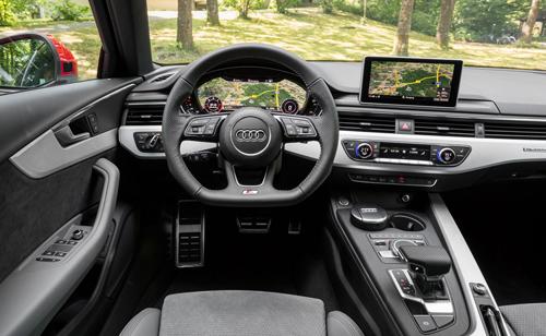 Vô-lăng phẳng đáy trên Audi A4 2016.