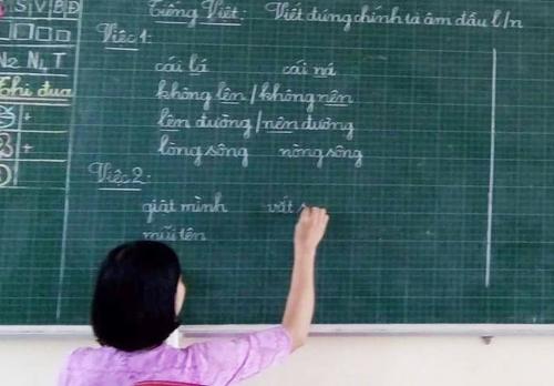 Giáo viên ở Nam Đàn (Nghệ An) dạy theo sách Tiếng Việt lớp 1 Công nghệ giáo dục của GS Hồ Ngọc Đại.