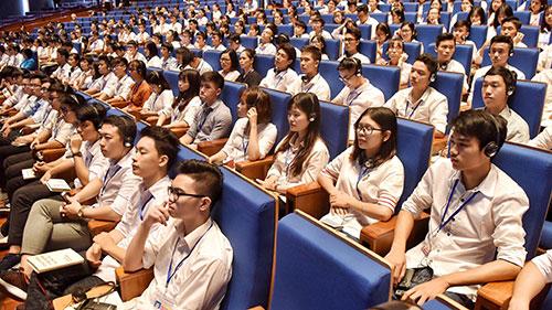 Đông đảo sinh viên quan tâm đến dự sự kiện. Ảnh: Giang Huy.