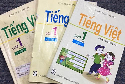 Tiếng Việt lớp 1 Công nghệ giáo dục của giáo sư Hồ Ngọc Đại gồm 3 tập với thứ tự là: âm-chữ, vần và tự học.