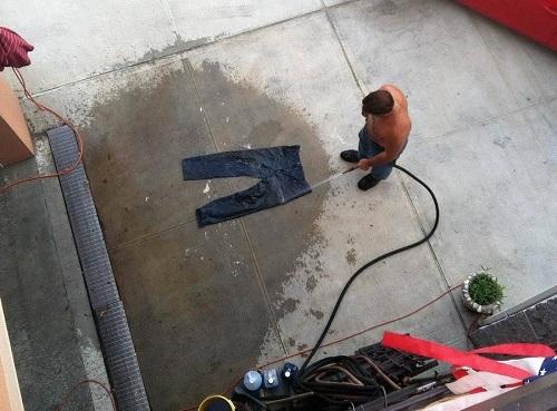 Giặt quần áo phong cách đàn ông.