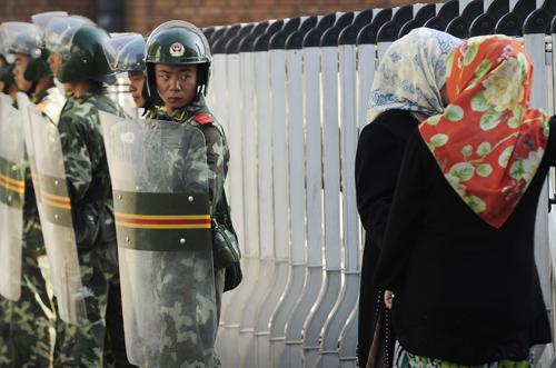 Cảnh sát chống bạo động Trung Quốc tại thủ phủ Urumqi của Tân Cương năm 2009. Ảnh: AFP.