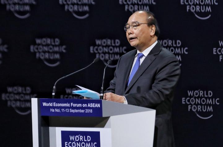 Thủ tướng Nguyễn Xuân Phúc chia sẻ tại Diễn đàn Kinh tế Thế giới về ASEAN sáng 12/9. Ảnh: Giang Huy.