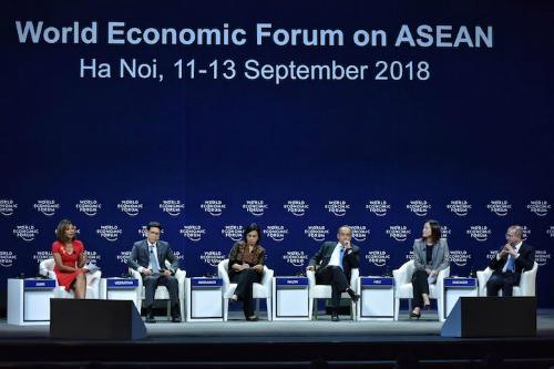 Các diễn giả tham dự phiên trao đổi Triển vọng kinh tế châu Á, ngày 12/9. Ảnh: Giang Huy
