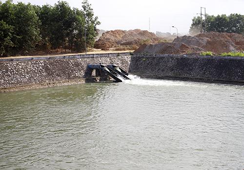 Nhà máy nước Cầu Đỏ bơm nước thô từ trạm An Trạch để hoạt động khi sông Cầu Đỏ bị nhiễm mặn. Ảnh: Nguyễn Đông.