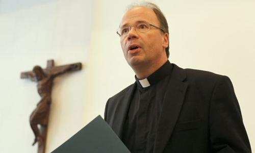 Giám mục Stephan Ackermann, phát ngôn viên Hội đồng Giám mục Đức. Ảnh: Reuters.