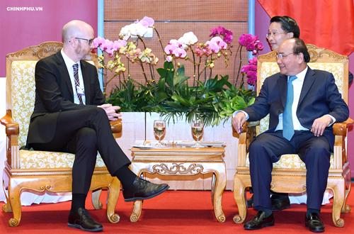 Thủ tướng Nguyễn Xuân Phúc tiếp ông Simon Milner. Ảnh: VGP.