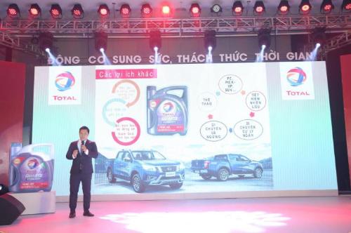 Chuyên gia kỹ thuật Total Việt Nam giới thiệu về tính năng vượt trội của dầu Total Quartz Diesel 4000CF-4