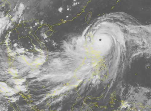 Ảnh vệ tinh cơn bão Mangkhu chiều 15/9. Nguồn: NCHMF.