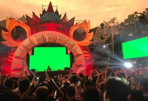 Lễ hội âm nhạc tại công viên nước Hồ Tây tối 16/9 thu hút hàng nghìn người tham dự. Ảnh: Hải Quân