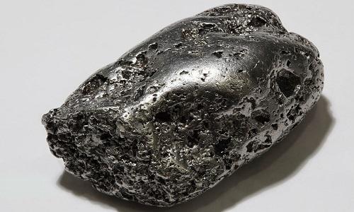 Bạch kim là kim loại dùng nhiều trong chế tác trang sức. Ảnh: Wikipedia.