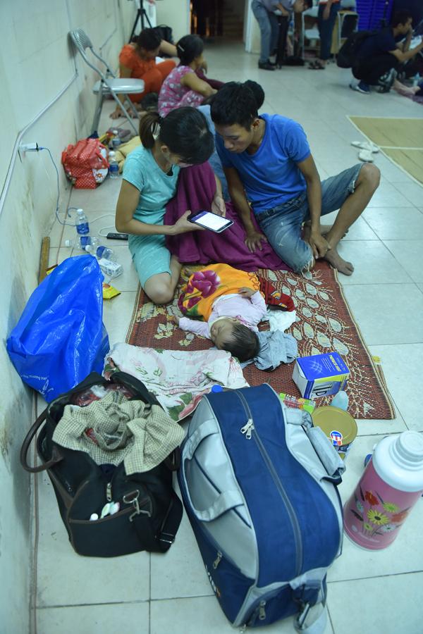 Cuộc sống tạm bợ của bệnh nhân sau vụ cháy gần Viện Nhi