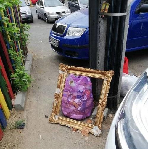 Vứt rác nghệ thuật.