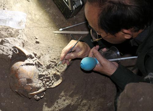 Sọ người tiền sử được tiếp cận tại hang động núi lửa C6-1. Ảnh: LP.