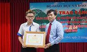 Bộ Giáo dục tặng bằng khen cho nhà vô địch Olympia năm 2018