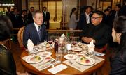 Tổng thống Hàn Quốc ăn sashimi cùng Kim Jong-un