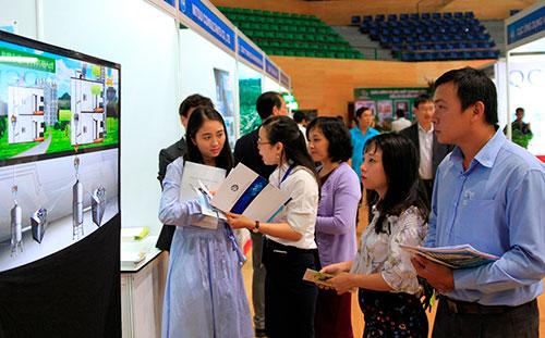 Doanh nghiệp tìm hiểu công nghệ tại TechDemo Đà Nẵng 2017. Ảnh: Loan Lê.