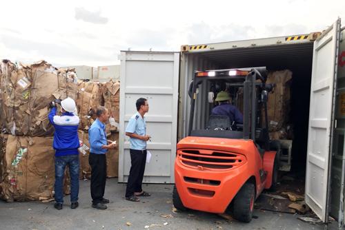 70 container phế liệu của doanh nghiệp tồn đọng tại Bình Dương