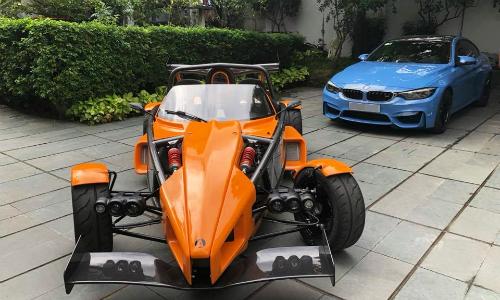 Ariel Atom 3S (màu cam)đầu tiên về Việt Nam thuộc sở hữu của một người chơi xe tại Sài Gòn. Ảnh: FB.