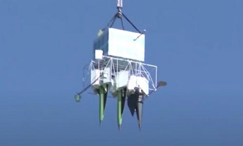 Ba mô hình đầu đạn được bóng bay thời tiết đưa lên cao. Ảnh: Twitter.