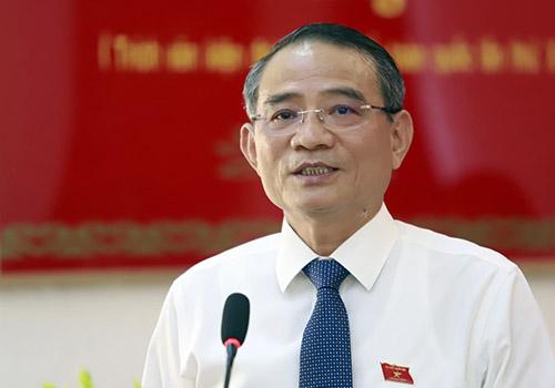 Ông Trương Quang Nghĩa giải đáp ý kiến cử tri chiều 25/9. Ảnh: Nguyễn Đông.