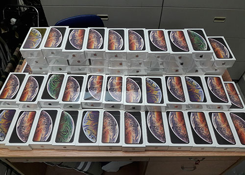 Hơn 250 iPhone XS Max giấu trong hành lý từ Mỹ về Sài Gòn