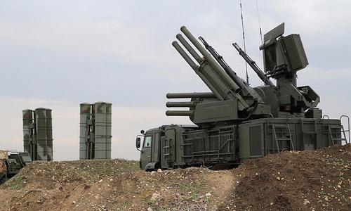 Tổ hợp S-400 và Pantsir-S1 được Nga triển khai tại căn cứ Hmeymim ở Syria vào cuối năm 2015. Ảnh: TASS.