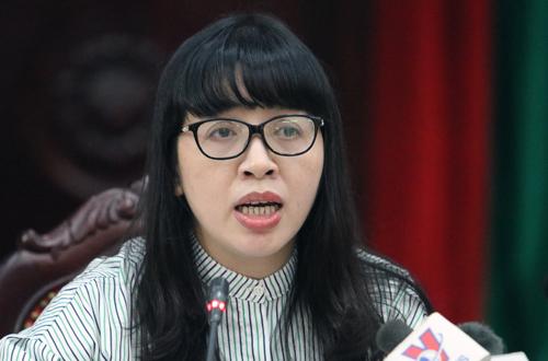 PGS Bùi Thị Nhung - trưởng khoa Dinh dưỡng (Viện Dinh dưỡng quốc gia) trao đổi về ý nghĩa của việc cho trẻ uống sữa có bổ sung vi chất. Ảnh: Võ Hải.