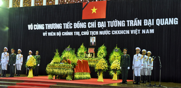 Linh cữu Chủ tịch nước Trần Đại Quang phủ Quốc kỳ đỏ thắm. Ảnh: Giang Huy
