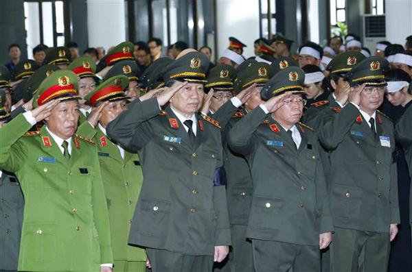 Đoàn Đảng ủy Công an Trung ương, Bộ Công an, do Thượng tướng Tô Lâm,Bộ trưởngCông an dẫn đầu, viếng Chủ tịch nước Trần Đại Quang. Ảnh: TTX