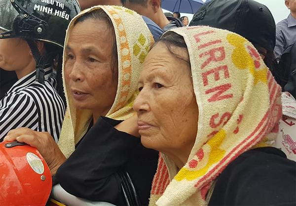 Người dân Ninh Bình chờ đón linh cữu Chủ tịch nước