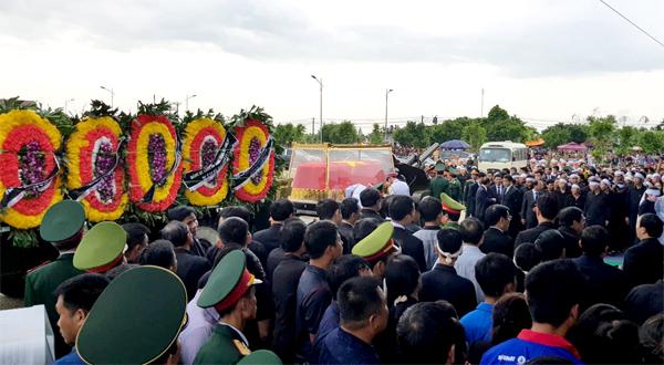 Lễ viếng Chủ tịch nước tiếp tục tại Ninh Bình