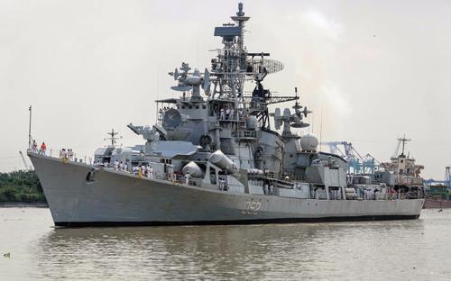 Khu trục hạm Ins Rana của Hải quân Ấn Độ cập cảng Sài Gòn. Ảnh:Thành Nguyễn.
