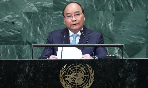 Thủ tướng Nguyễn Xuân Phúc phát biểu trước Đại hội đồng Liên Hợp Quốc tại New York ngày 27/9. Ảnh: Reuters.