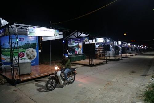 Chợ đêm tiền tỷ ở Lý Sơn vắng cả người bán lẫn khách mua