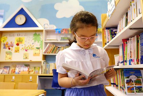 Học sinh đọc sách trong thư viện. Ảnh: Quỳnh Trang.