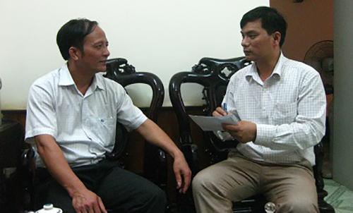 Ông Nguyễn Trọng Hải (bên trái) lúc còn đương chức. Ảnh: Lam Sơn.