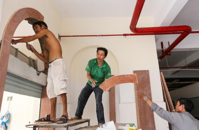 Hàng trăm người tất bật sửa chữa chợ gần trăm tuổi ở Sài Gòn