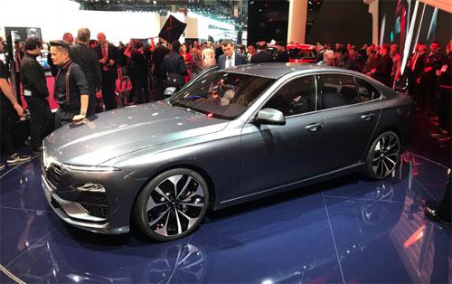 Lux A2.0, mẫu sedan đầu tiên của VinFast tại triển lãm Paris. Ảnh: Bouniol Guillaume/Twitter.