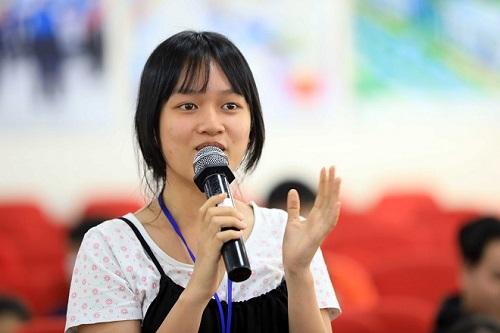 Bạn Phương Anh sinh viên Quản trị kinh doanh trường Hutech chia sẻ ý tưởng khởi nghiệp nhà hàng phong cách Eat Clean.